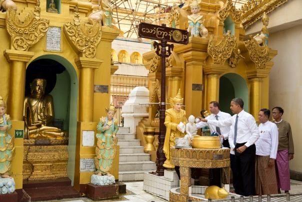 Obama visit Shwedagon Pagoda (1)