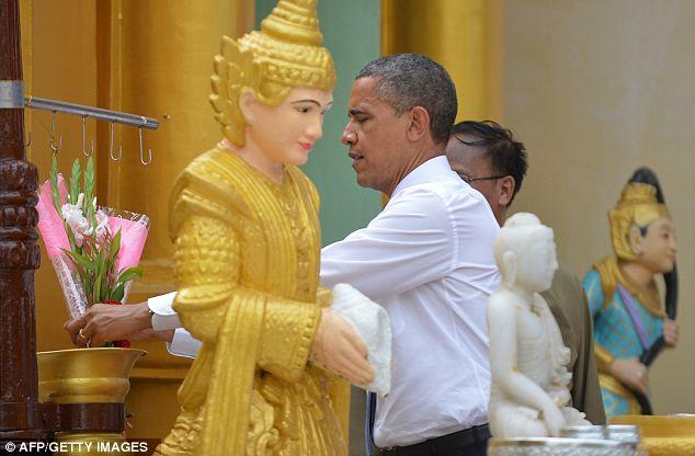 Obama visit Shwedagon Pagoda (10)