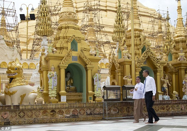 Obama visit Shwedagon Pagoda (11)