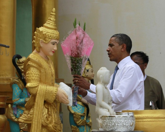 Obama visit Shwedagon Pagoda (12)