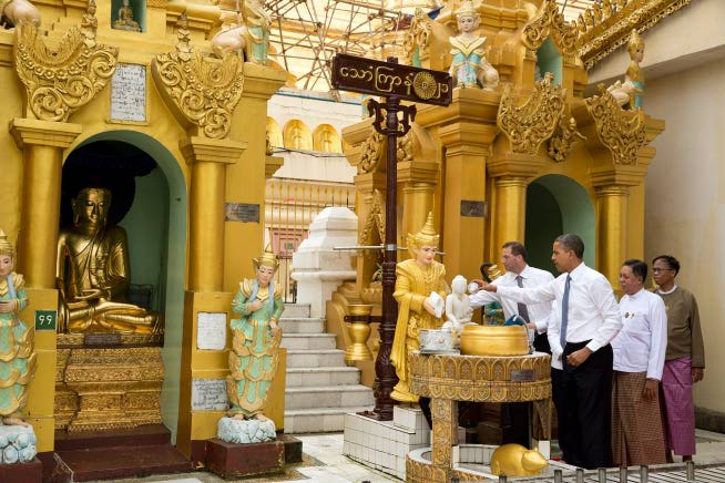 Obama visit Shwedagon Pagoda (14)