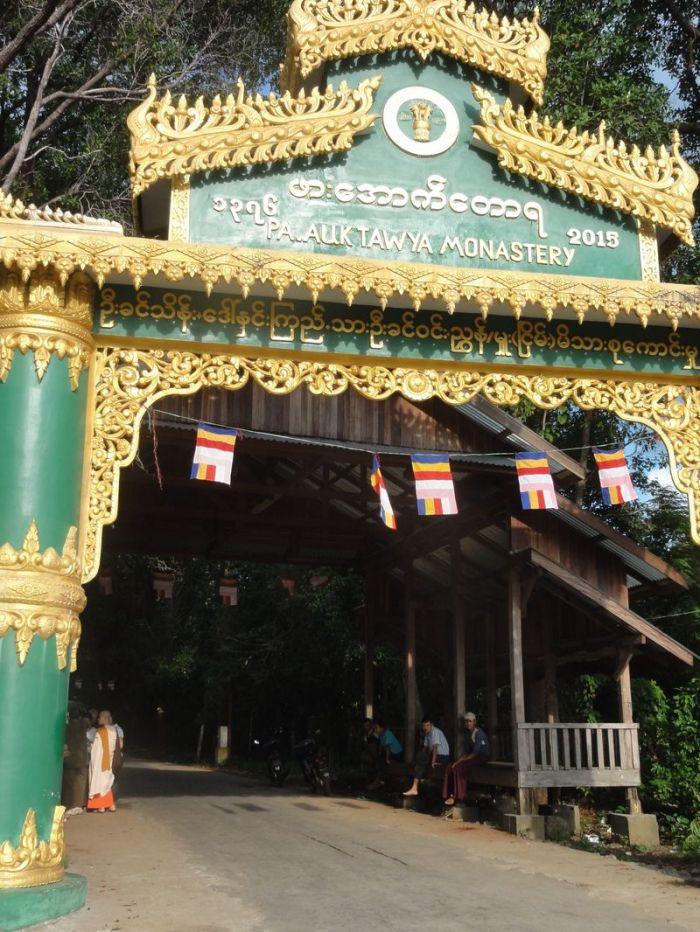 Kathina Myanmar (17)